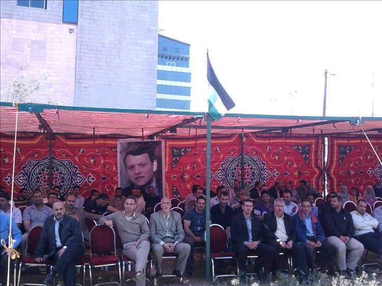 جانب من إضراب العاملين في شركة السمرا لتوليد الكهرباء