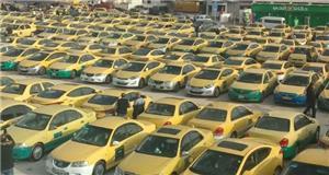 سائقو التكسي الأصفر يعتصمون أمام