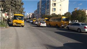 اعتصام حافلات نقل الطلبة أمام
