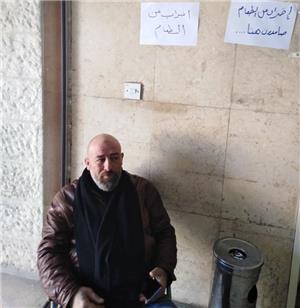 موظف في بلدية إربد يضرب عن الطعام