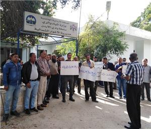 موظفو سلطة وادي الأردن يواصلون اعتصامهم لليوم الخامس