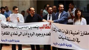 وقفة احتجاجية للأطباء رفضاً للاعتداءات عليهم