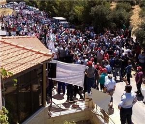 إيذاناً ببدء الاحتجاجات.. المعلمون يطالبون باستعادة حقوقهم