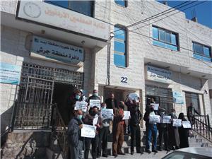 احتجاجاً على تهميشهم.. عشرات المعلمين ينفذون وقفة احتجاجية في جرش