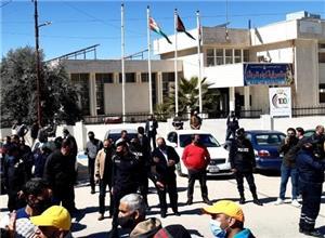 اعتصام في الرمثا للمطالبة بفتح معبري جابر والعمري