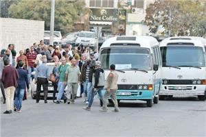 بعد تخفيض السعة المقعدية الى 50%.. احتجاجات لسائقي النقل العام