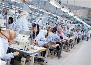 عاملات يشكين انتهاك حقوقهن بمصنع في سحاب
